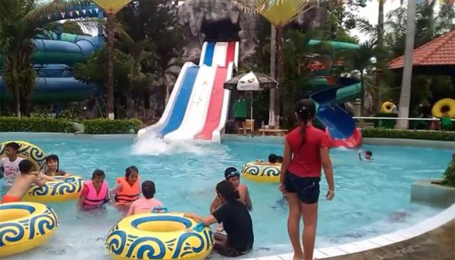 Khu vực tắm công viên nước Thanh Lễ