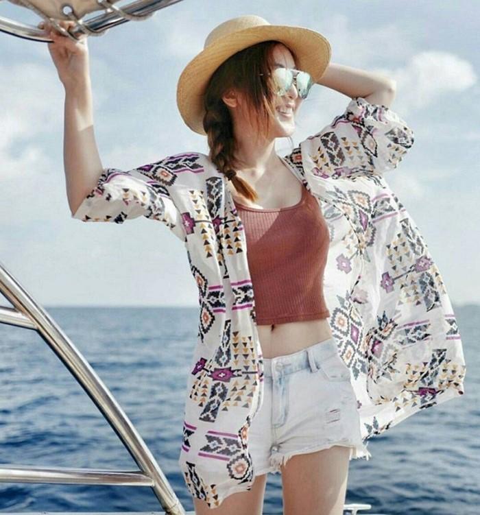 Item đi biển áo 2 dây, áo khoác kimono và quần short